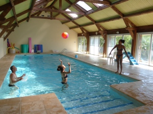 jeu de ballon  à la piscine d'arbousses